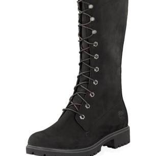 Snygga höga timberland skor, inte varmfodrad. Men de är vattentäta.  Knappt använda!! Kanske 4-5 gånger.  Pris kan diskuteras, köparen står för frakten.
