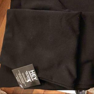 Fina helt nya byxor från Nelly - kavajbyxor i mjukt tyg. prislappen är kvar, säljer pga passade inte bra på mej och glömde skicka tillbaka :) frakt tillkommer