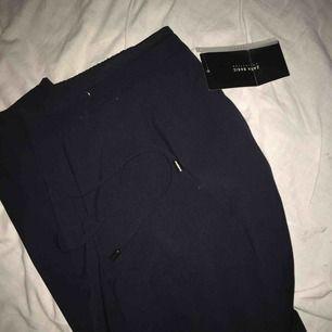 Kostymbyxor från Zara helt nya aldrig använda då prislappen sitter kvar.  Möts endast upp i Norrköping.