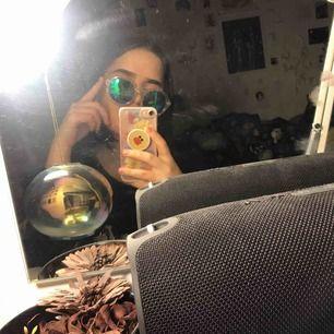 """ett par balla genomskinliga solglasögon köpta på MONKI. har en oilspill finish på """"glaset"""". väldigt funky :))"""