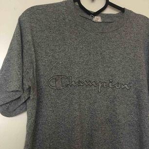 Retro champion tshirt