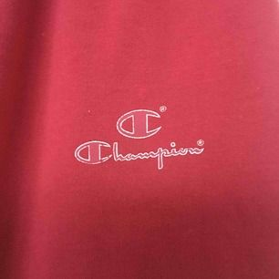 Retro mjukisbyxor från Champion jättefin kvalitet och har en ficka på ena baksidan