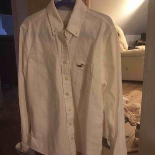 En skjorta från Hollister. Äkta. Nyskick. Betalning via swish eller safepay.