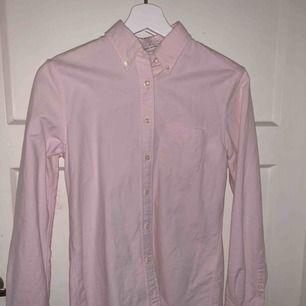 Perfect oxford skjorta ifrån Gant i dam modell som har blivit använd endast 2gånger.   Nypris: 999kr Pris kan diskuteras vid snabb affär!