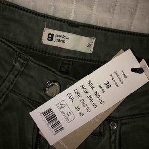 Aldrig använda jeans från Gina Tricot i modellen Jolie Jeans. Nypris: 399 kr. Skinny.