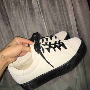 Använda 2 gånger. Sammets skor ( kan vara svårt att se på bild), Nypris 1000. 💓