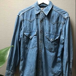 Vintage Levisskjorta i snygg jeanstvätt.