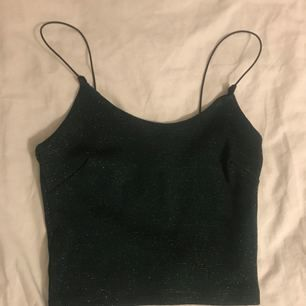 ett super snyggt linne från bikbok, köpt förra året och bara använt en gång✨