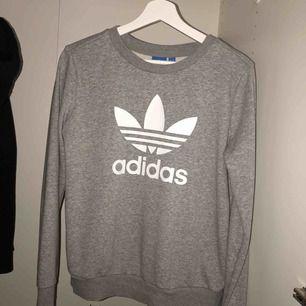 Adidas sweatshirt. Fint skick, säljer pga använder inte längre