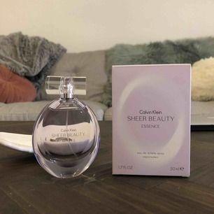 Oanvänd parfym från Calvin Klein, nypris 400-500kr 🌞 Perfekt julklapp eller present! Blommig doft