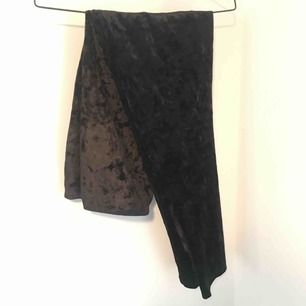 Svarta velour / sammet leggings från Gina tricot. Storlek L
