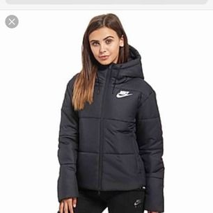 Nike jacka i storlek s i nyskick