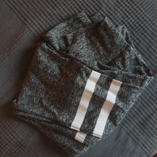 Skitsnygga grå träningstights i storlek M.  Polyester 😊  Aldrig använda.