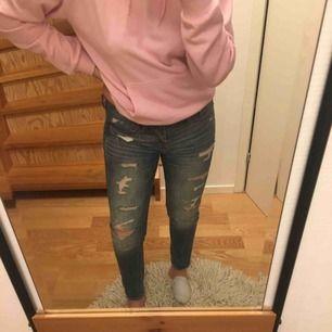 Snygga slitna jeans från Abercrombie & Fitch