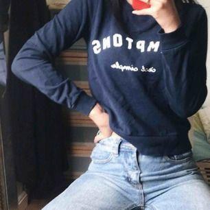 Marinblå college tröja , passar Xs-S. Möts upp i Stockholm eller frakta❤️