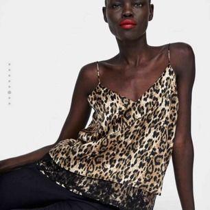 Leopard top från Zara, endast testad. Möts upp i Stockholm eller frakta❤️
