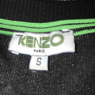 Svart Kenzo tröja, storlek S men passar även de som har XS.