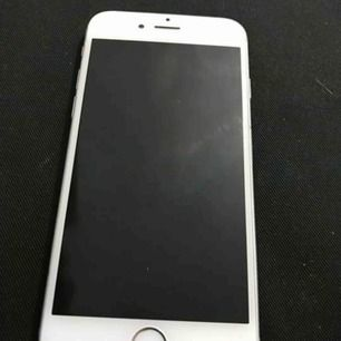 Olåst iPhone 6s 16 GB finns lite små repor men inget som stör själva mobilen. Min kille använder den dagligen.