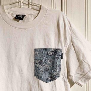 T-shirt från Quiet Life i storlek small herr! 💫