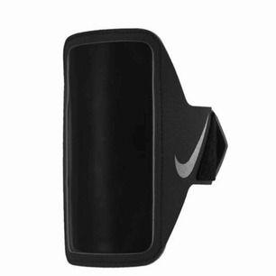 NIKE lean armband i svart. Passar mobiler med samma passform som iPhone 6. Nypris 299kr. Mitt pris 100kr inkl frakt.