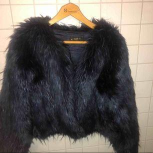 Säljer min pälsjacka från Crocker inköp förra året för 1100kr. Använd 1/2 gånger