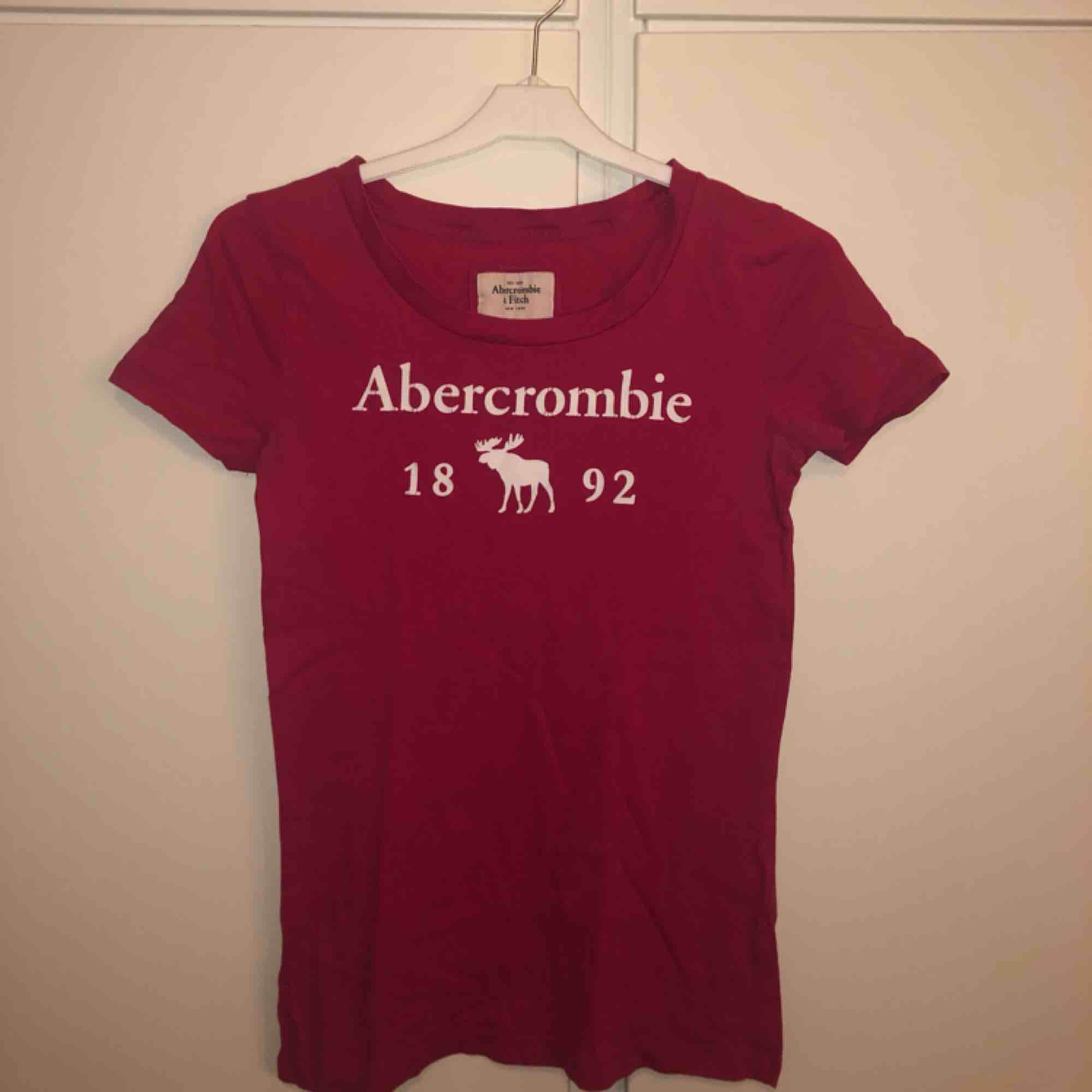 Abercromie and fitch tröja. Priset kan diskuteras. T-shirts.