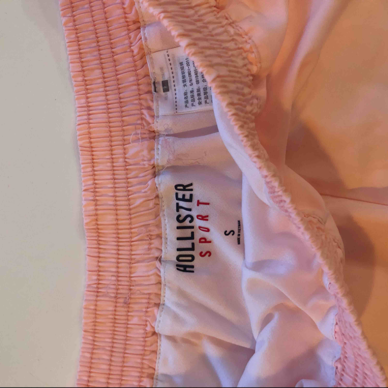 Sport shorts från hollister i rosa! . Shorts.