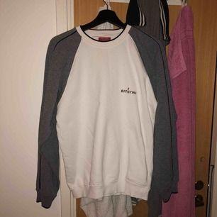 Snygg tröja från Batistini  Stl S Köparen står för frakt🦋