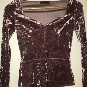 Snygg tröja köpt från nelly 😊  Använd bara en gång, köparen står för frakten. Använder swish :)
