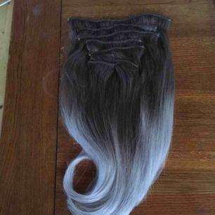 Superfint äkta clip in hår! Färgen är en fin asking balayage. Löshåret är i 7 st delar.