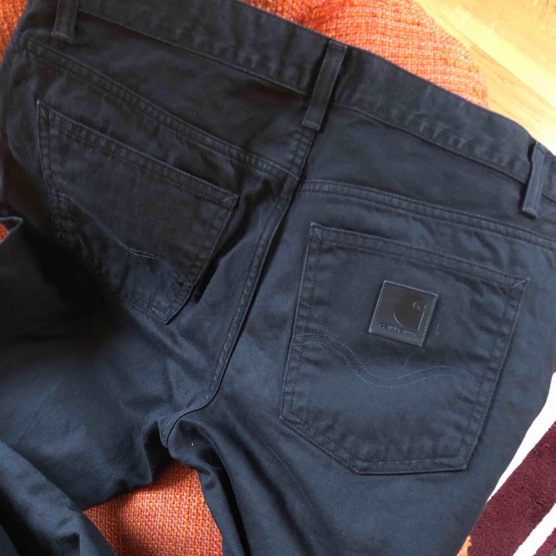 Svarta Carhartt-jeans i storlek 32x32.. Jeans & Byxor.