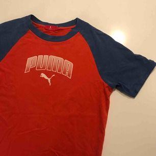 Snygg vintage t-shirt från puma! Frakt tillkommer på 28kr.