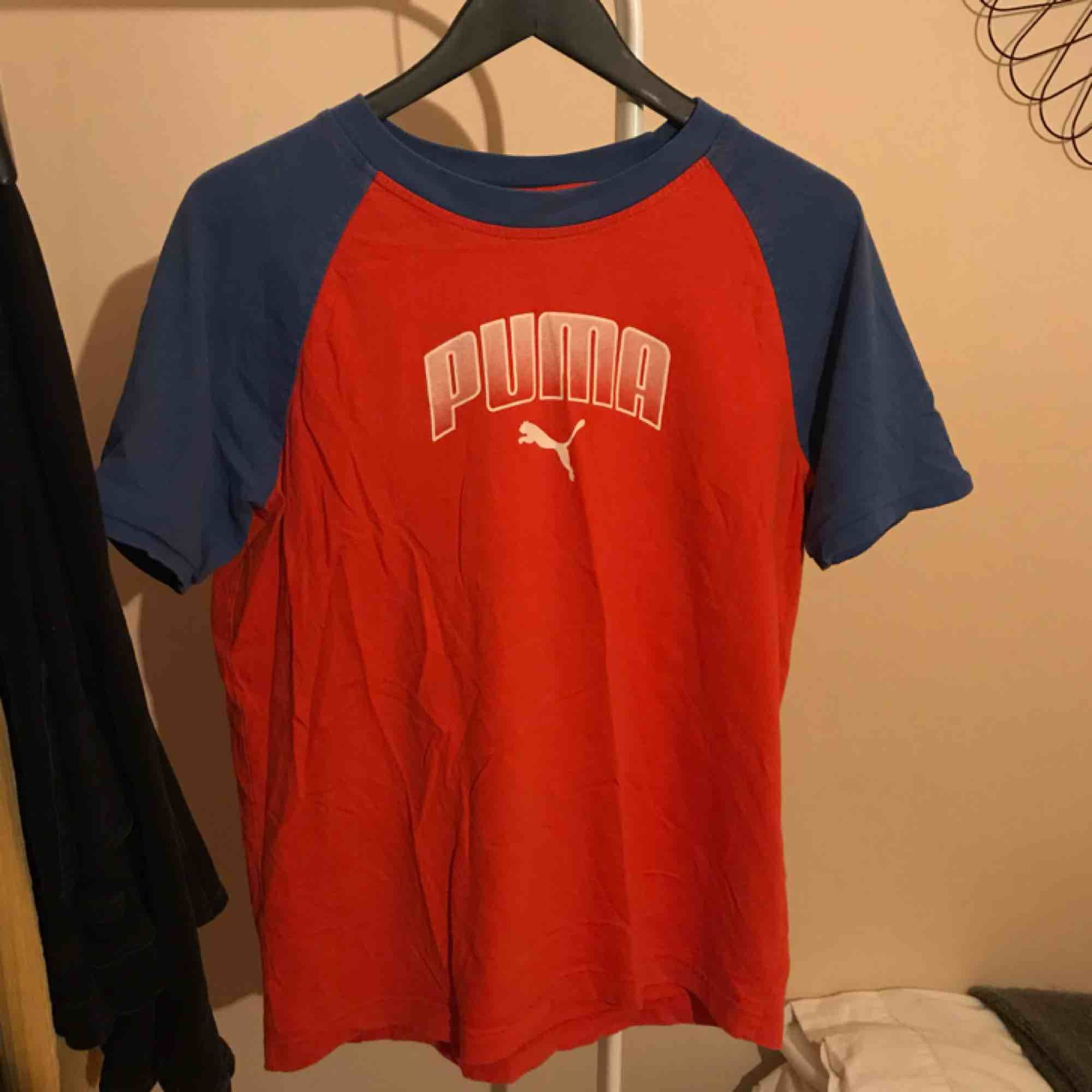 Snygg vintage t-shirt från puma! Frakt tillkommer på 28kr. . T-shirts.