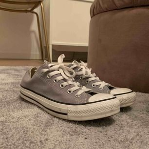 Gråa converse (äkta såklart) använda endast en gång!