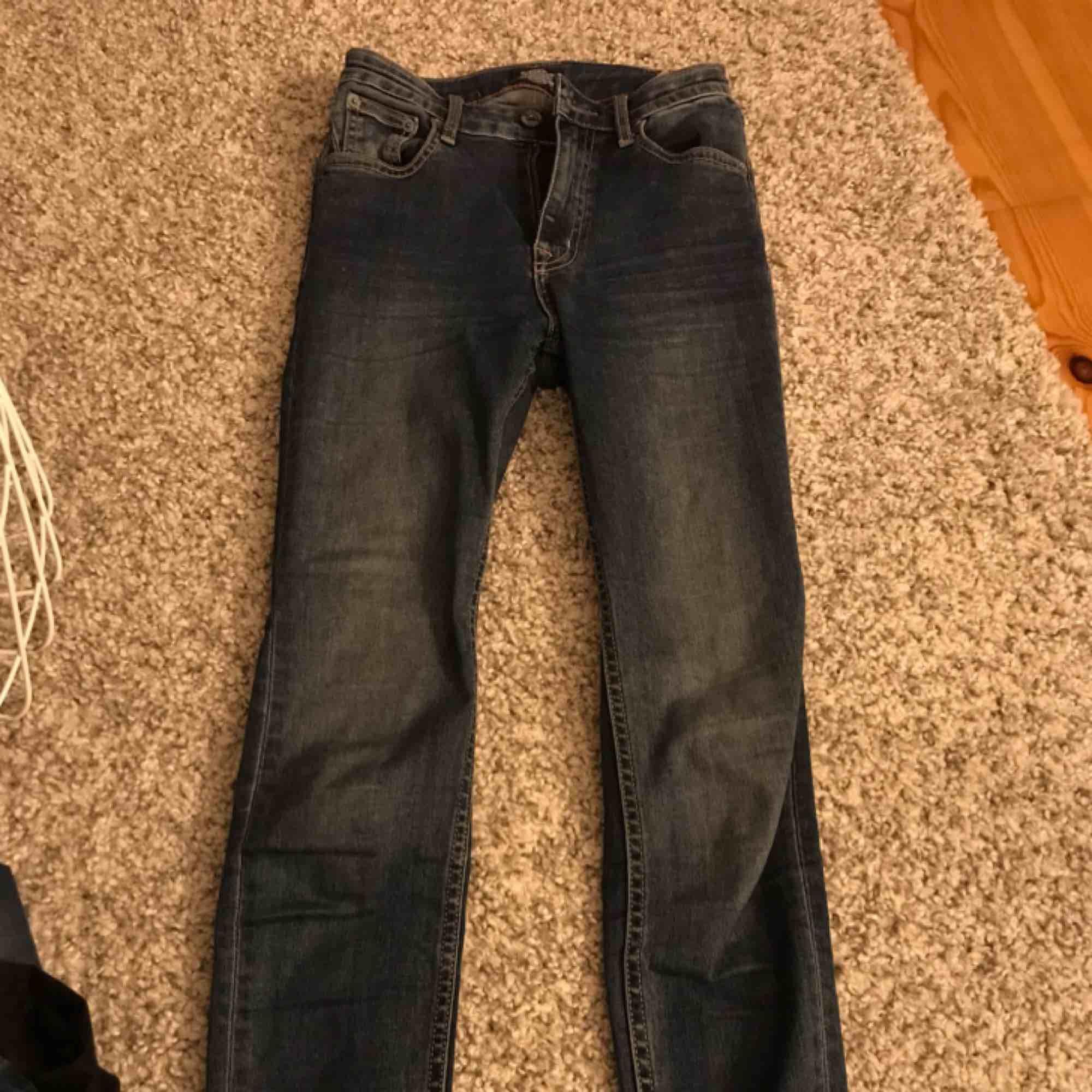 Säljer dessa knapt använda tighta högmidjade crocker jeansen i strl 25/32, nypris 88kr, mitt pris 250kr💖💖. Jeans & Byxor.