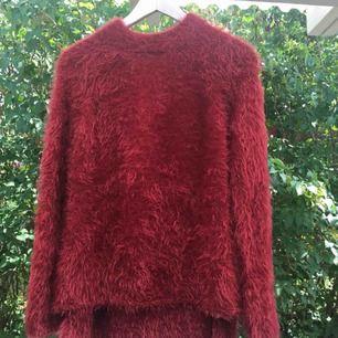 """En röd """"fluff"""" tröja från Zaras barnavdelning i storlek 170 men passar mig perfekt som oftast har S  70kr + frakt"""