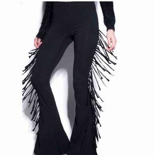 Nya flare byxor ifrån killstar, lappen kvar Köpte till en festival men använde en annan outfit Passar 34-36 Tjockare tyg, man ser inte igenom dem