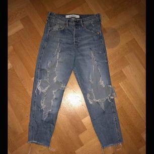 Snygga och sköna jeans har använts ändast 2gånger så dom är o perfekt skick säljs för att dom kommer inte till användning längre :/  Storlek 38/40