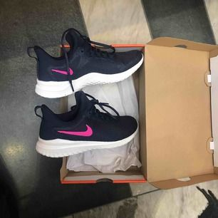 Oanvända Nike renew stl 38,5