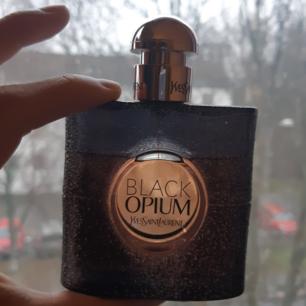 Black opium! Mer än hälften kvar!  Frakt ingår i priset🦄🦄🦄