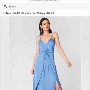 Blå klänning från Linn Ahlborg X NAKD nypris ca 330kr Aldrig använd (lapp finns kvar) Skriv om du vill ha fler bilder Storlek 32 men passar även 34