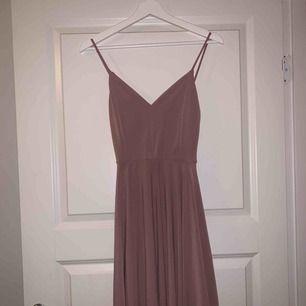 Rosa klänning från Bikbok Använd en gång Skriv för fler bilder