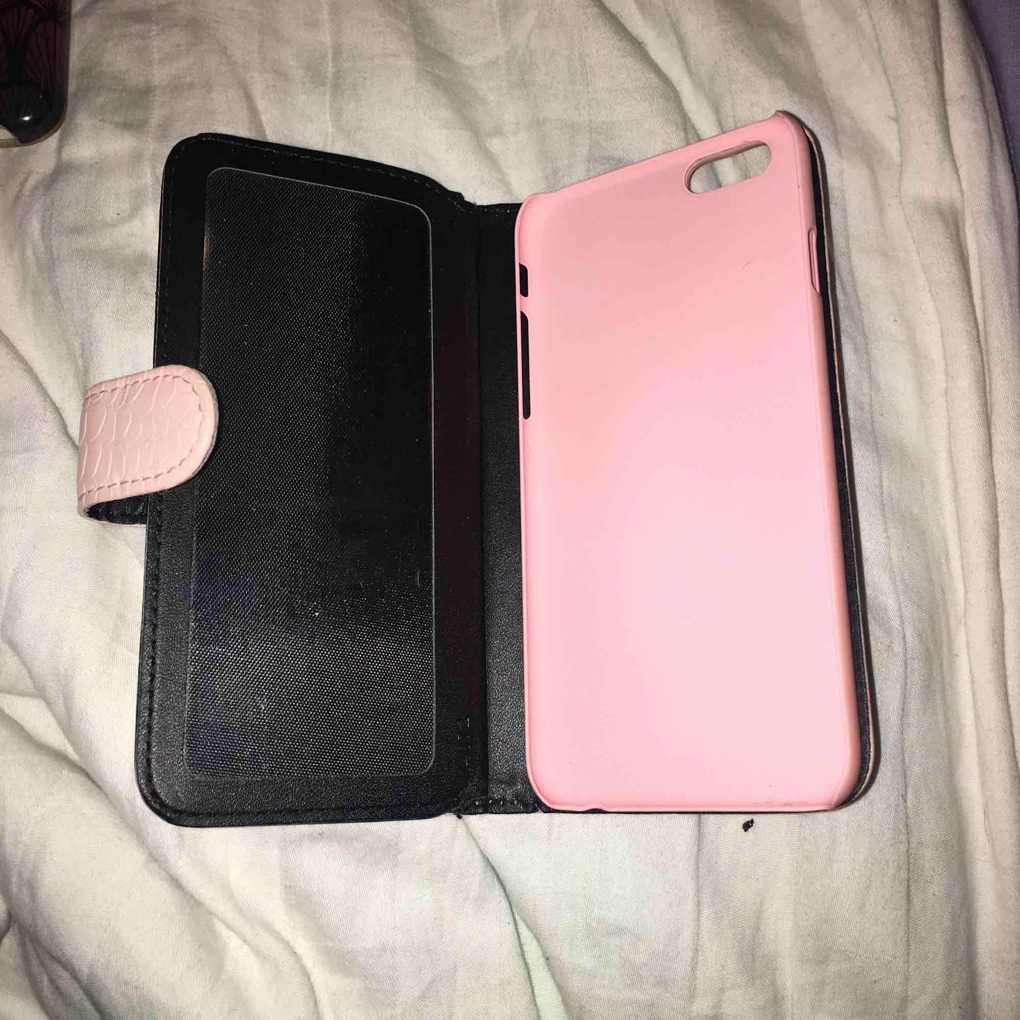 Tre-pack mobilskal, iPhone 6/6s. Köparen står för frakten. För mer info eller bilder skriv i chatten.. Accessoarer.