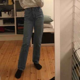 Super sjyssta Äkta Versace jeans som är vintage, köpta på humana. Köparen står för frakt och pris kan diskuteras