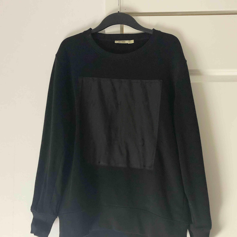Sweatshirt från Whyred, knappt använd. . Huvtröjor & Träningströjor.