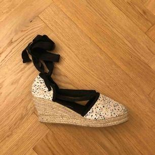 Fina espadrillo-skor från H&M. Använda 2 ggr.