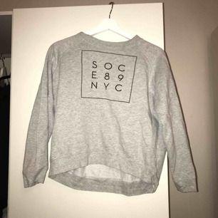 Snygg sportig sweatshirt från soc stl 38