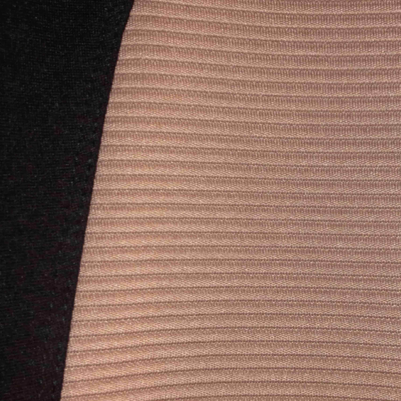 Jättefin klänning, perfekt för jul, nyår & fest! Svart & beige klänning från H&M, divided storlek 34!  Använd 1 gång, inköpt för något år sen. Köpare står för frakt, möts upp i Stockholm! Pris kan diskuteras vid snabb affär. Klänningar.