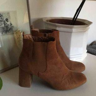 Snygga och trendiga boots, som jag tyvärr köpte i fel storlek så har endast använt en gång🌸 Fraktar + möts upp i Uppsala✨