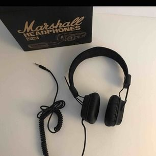 Fina Marshall hörlurar, säljer pga kommer ej till användning :) du står för frakt.